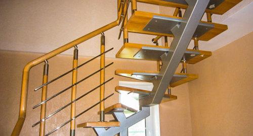 Лестница на косоуре 1