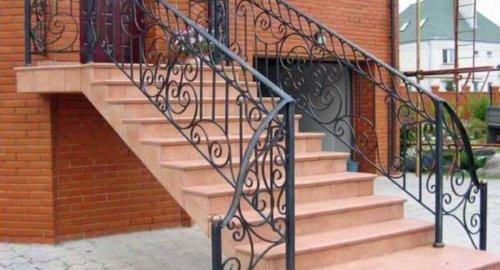 Лестница входная 2