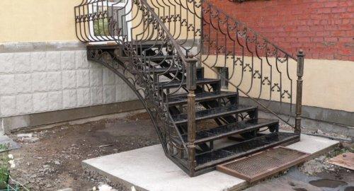 Лестница входная 3