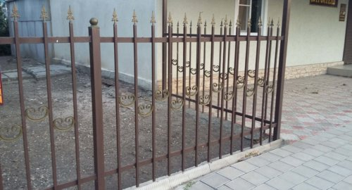 Забор секционный с элементами художественной ковки